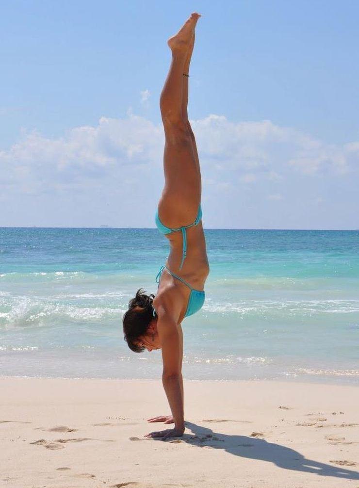 handstand-3902-2